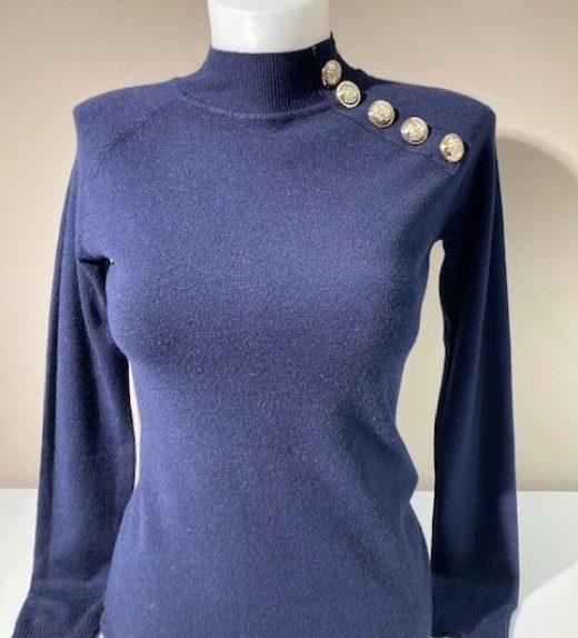 Joss pullover button